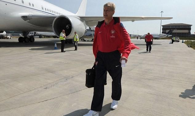 Coach_ArsenWenger_ArsenalLondon_AsiaTour_sneakerskills