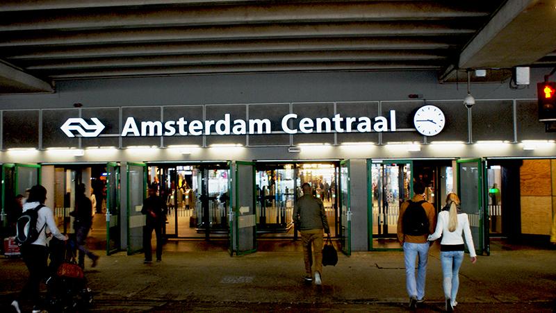 AMSTERDAM CENTRAAL x SNEAKERSKILLS
