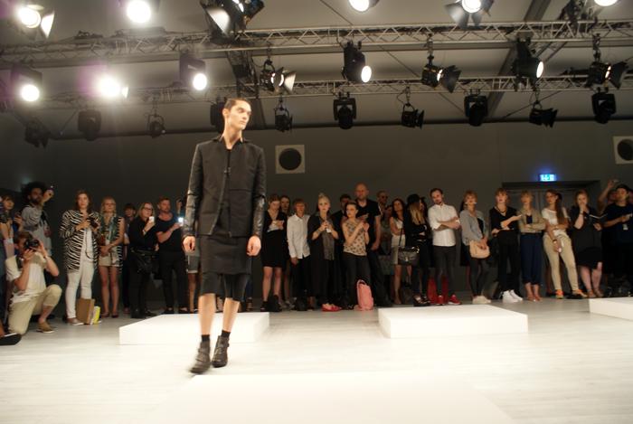 Mercedes-Benz-Fashion-Week-Berlin_ALEKS KURKOWSKI SHOW (23)