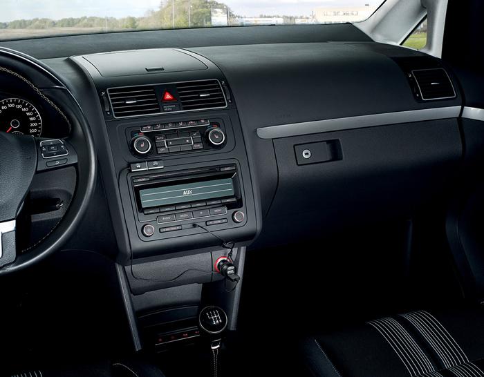 Jabra_Streamer_in-car_06