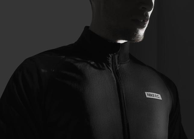 Su15_NSW_NikeFC_N98_Packable_Windbreaker_02_41223